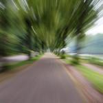 Weg an der Saalepromenade, fotografiert mit Bewegungsunschärfe