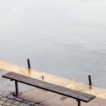 Sitzbank am Saaleufer