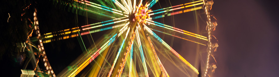 Leuchtenes Riesenrad auf dem Laternenfest