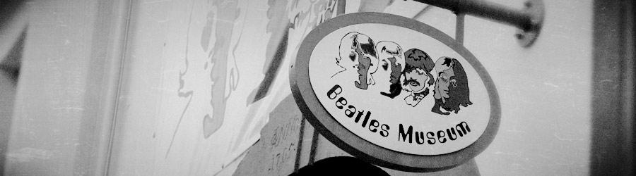 Eingangsschild Beatles Museum
