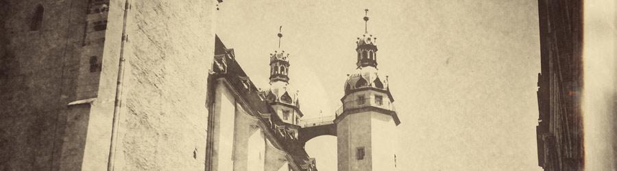 Marktplatz Halle Blick auf die Kirchturmspitzen der Marienkirche